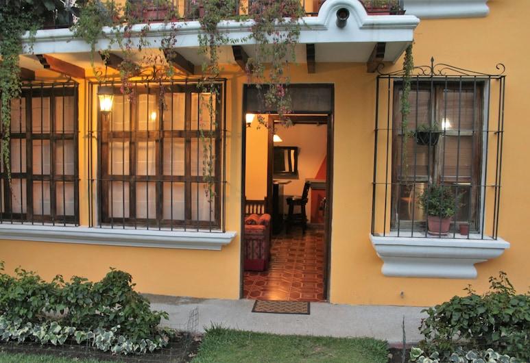 Villas Santa Ana-Ricardo, Antigua Guatemala, Majoitusliikkeen sisäänkäynti