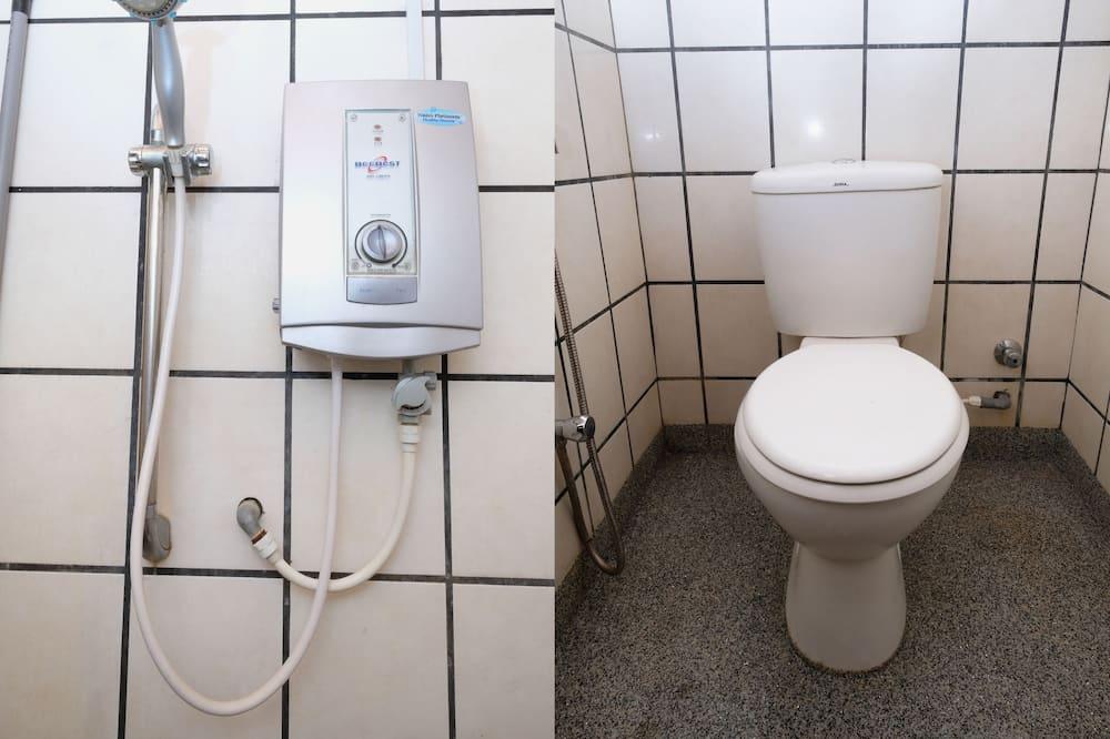 Trojlôžková izba typu Deluxe, viacero postelí - Kúpeľňa