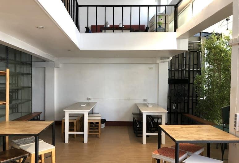 PLOY HOSTEL, Bangkok, Hall