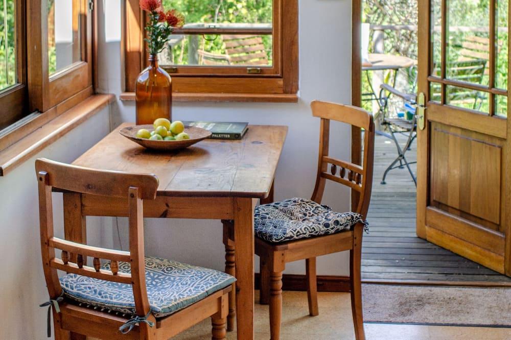 套房, 1 間臥室, 山景, 花園 (Garden Suite) - 客房內用餐