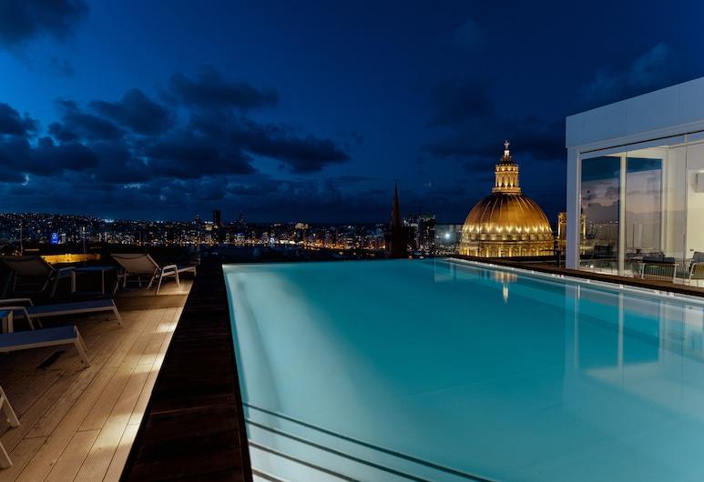 The Embassy Valletta Hotel, Valletta, Pool på tagterrassen