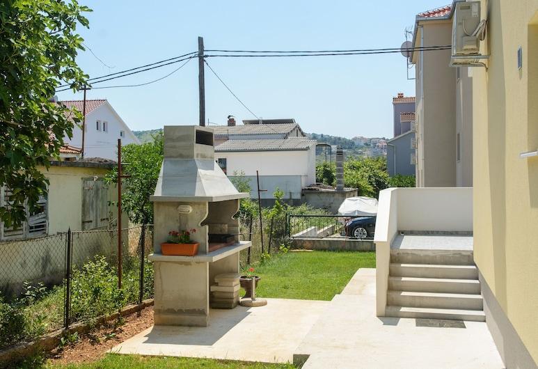 Apartment Center Trogir 1, Trogir, Terras