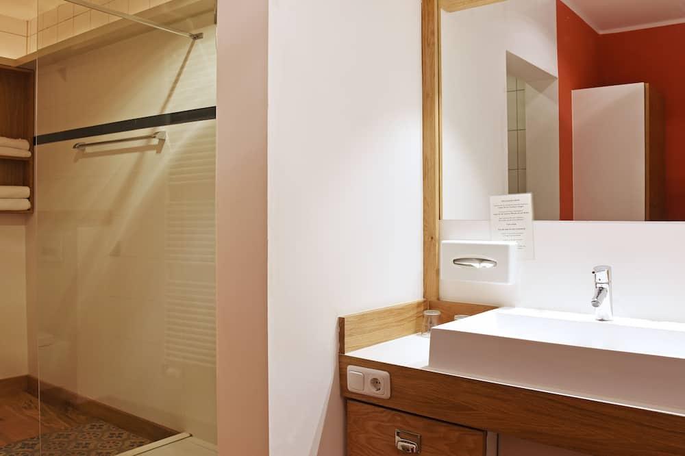 ファミリー ルーム クイーンベッド 1 台ソファーベッド付き - バスルーム