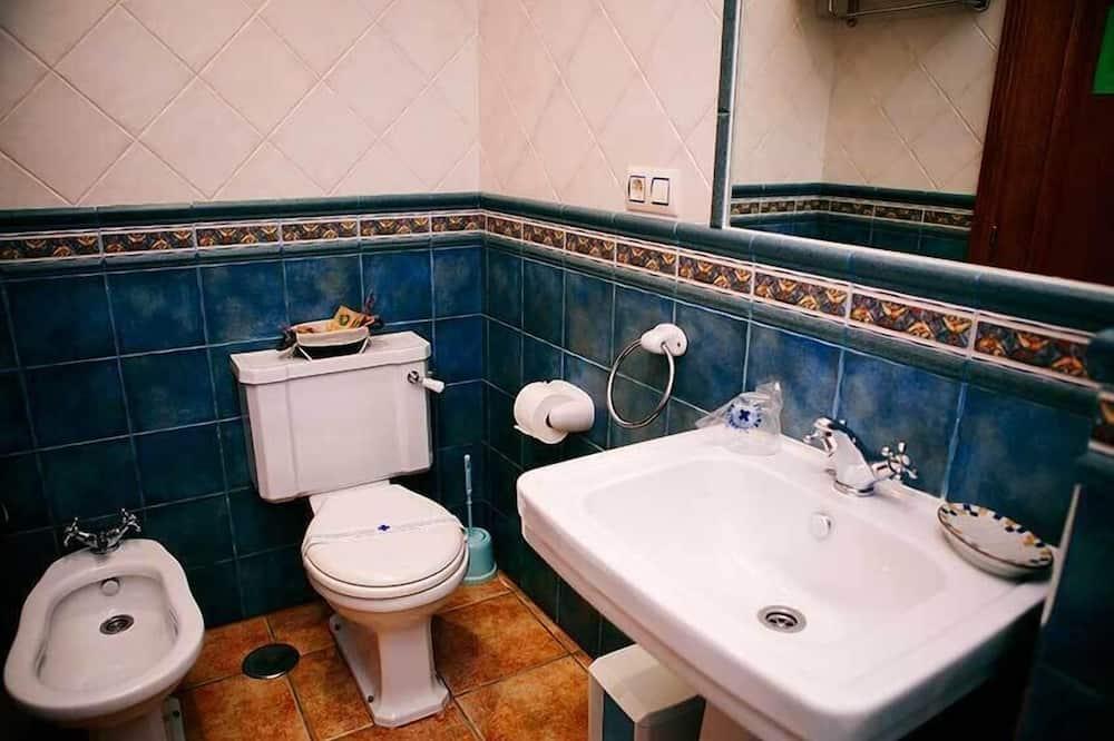 Dobbeltværelse - privat badeværelse - udsigt til have - Badeværelse