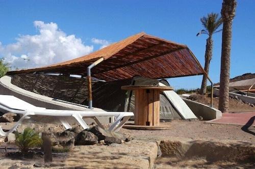 巴爾加斯海灘露營飯店/