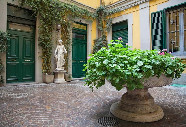 카도르나 하우스, 밀라노
