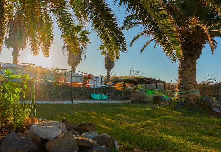 Twin Fin Surf Camp - Hostel, Adeje, Aed