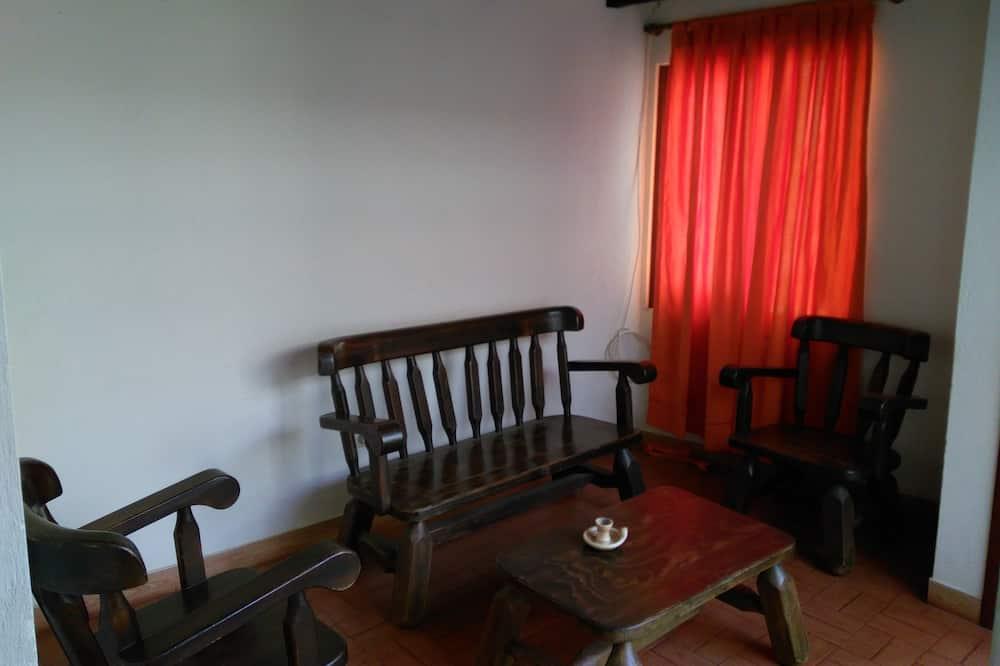 Triple Room, Multiple Beds - Living Area