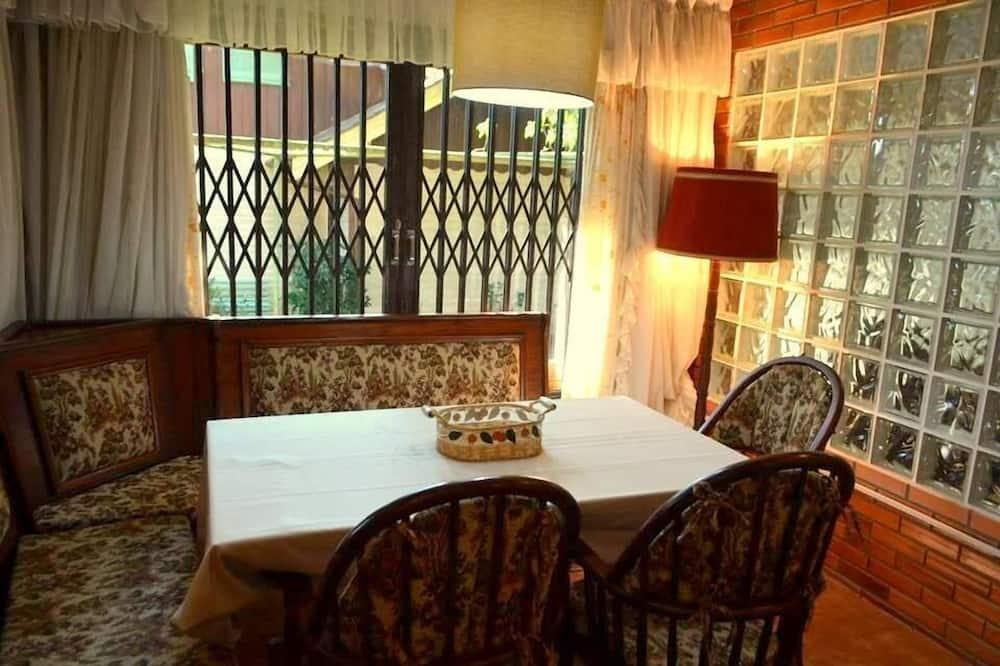 Apartment, 2 Katil Kelamin (Double) - Tempat Makan dalam Bilik
