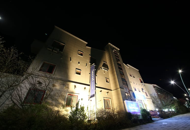 Secret House, Sokcho, Hotel Front – Evening/Night