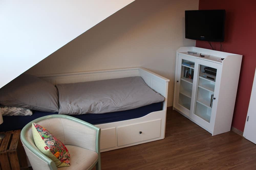 Dvivietis kambarys su patogumais, 2 viengulės lovos, Nerūkantiesiems, vaizdas į sodą (Doppelzimmer) - Svetainės zona