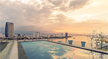 Foto di Ibiza Riverfront Hotel a Da Nang