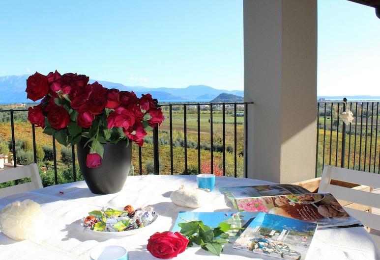 Dolcevita, Polpenazze del Garda, Apartment, 2 Bedrooms, Teres/Laman Dalam