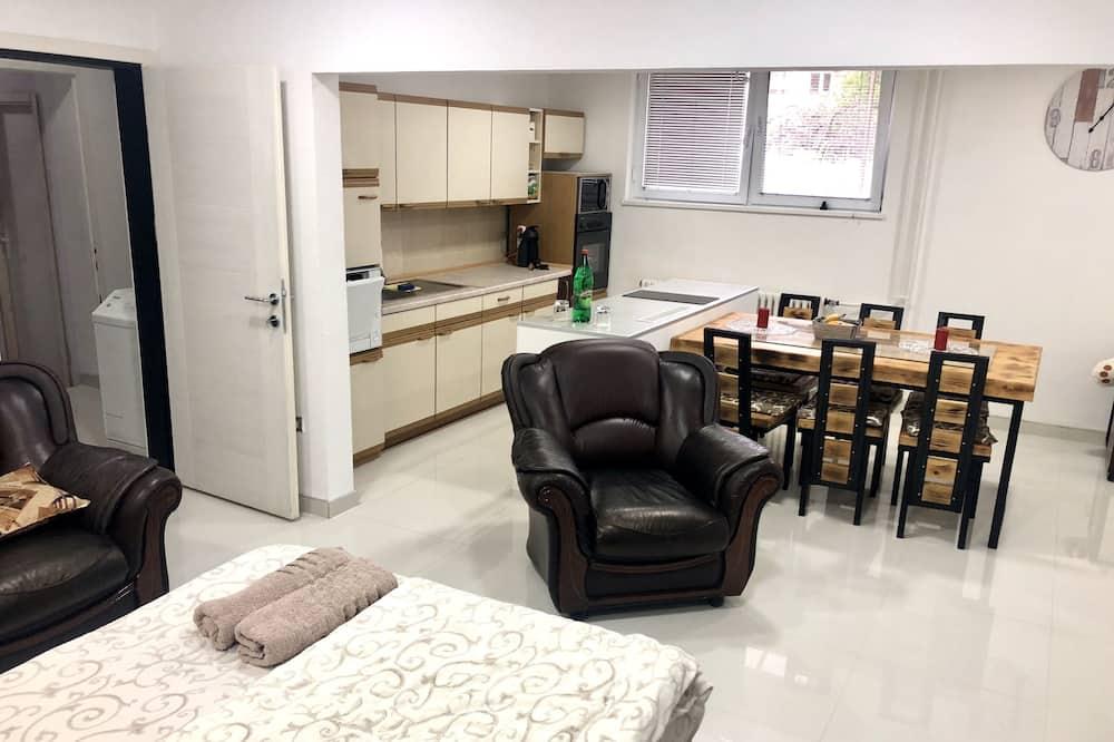 Apartamentai su patogumais, Kelios lovos - Svetainės zona