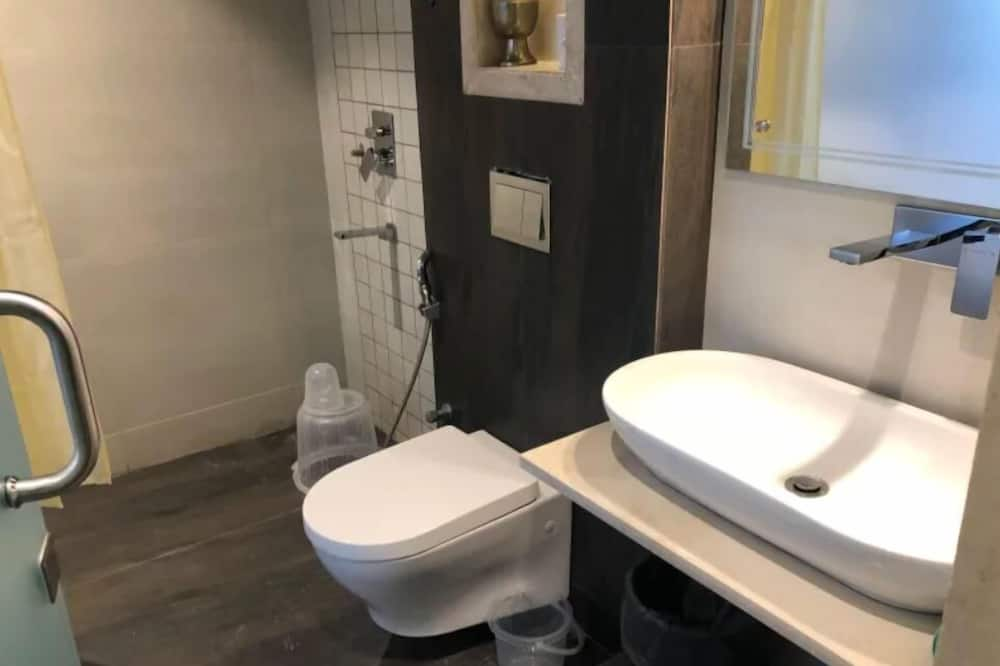Superior Suite, 1 King Bed, City View - Bathroom