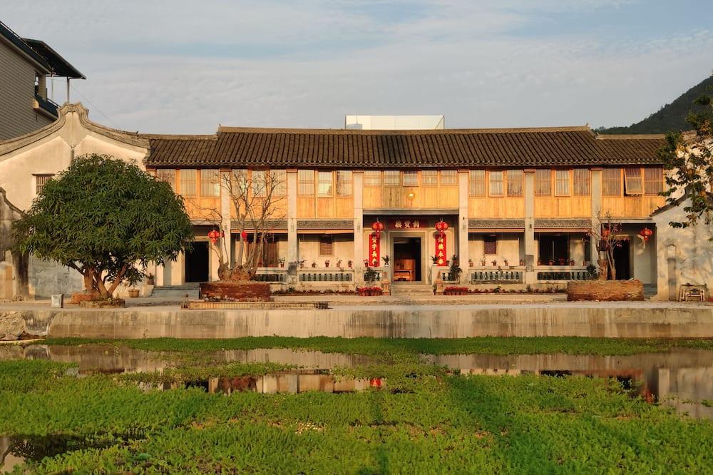 See You Again Homestay(Meizhou Junzhilou Branch)