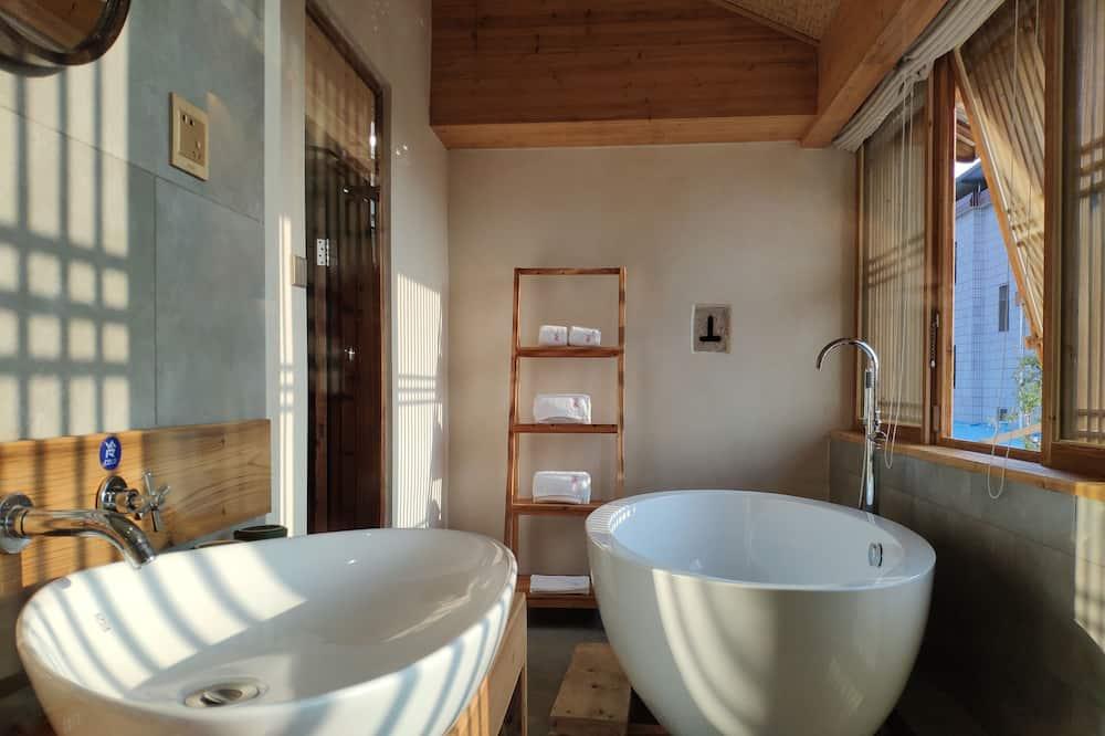 Suite, Hill View - Bathroom