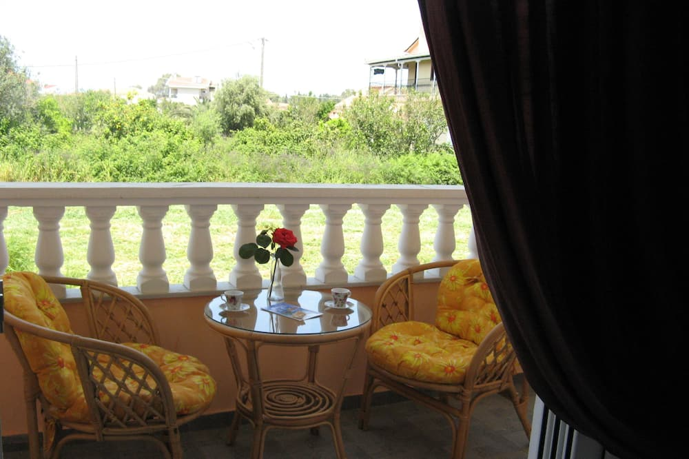 Studio, 2 Double Beds - Balcony