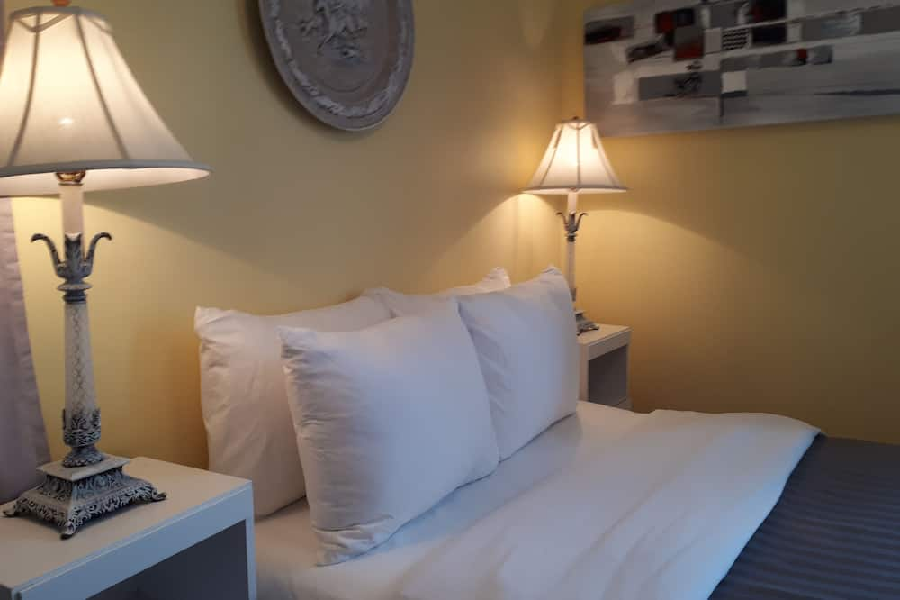 Royal Room, 1 Queen Bed, Beach View - Guest Room