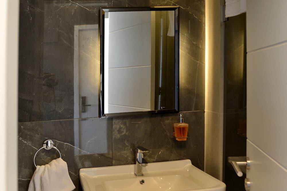 Deluxe Studio, Balcony, Sea View (Room No 5) - Bathroom
