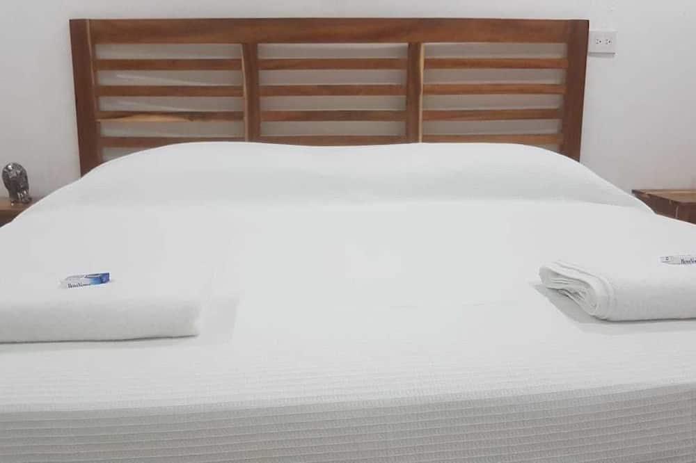 Comfort Room, 1 Queen Bed, Lagoon View - Guest Room