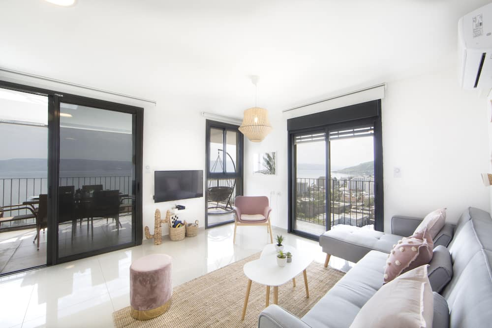 Exclusive Apartment, Multiple Beds, Lake View - Room