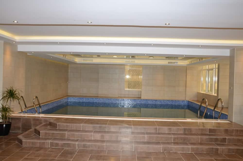 Εσωτερική πισίνα