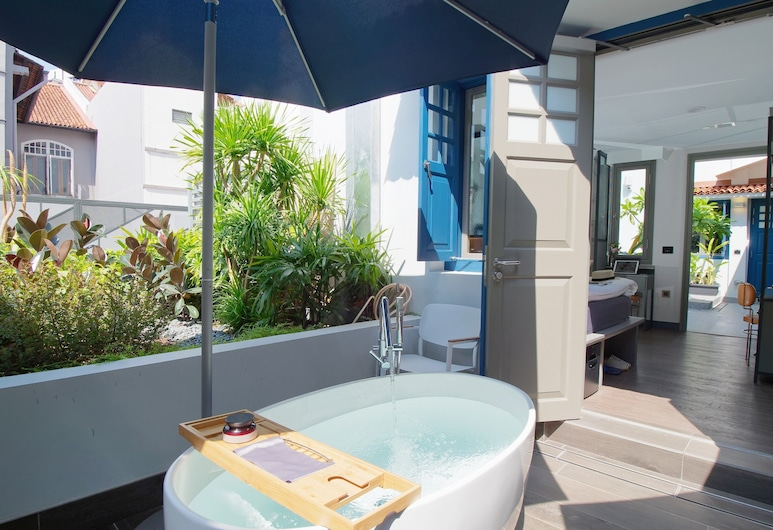 Hotel Soloha @ Chinatown, Singapore, Suite with Outdoor Tub, Deep Soaking Bathtub
