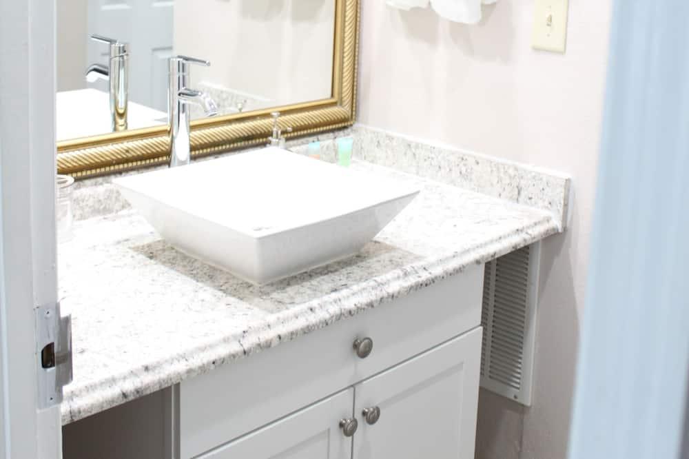 Appartement, Meerdere bedden - Badkamer