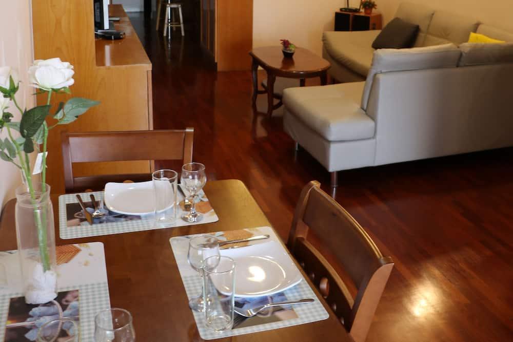 2 Bedrooms Apartment - Obývací prostor