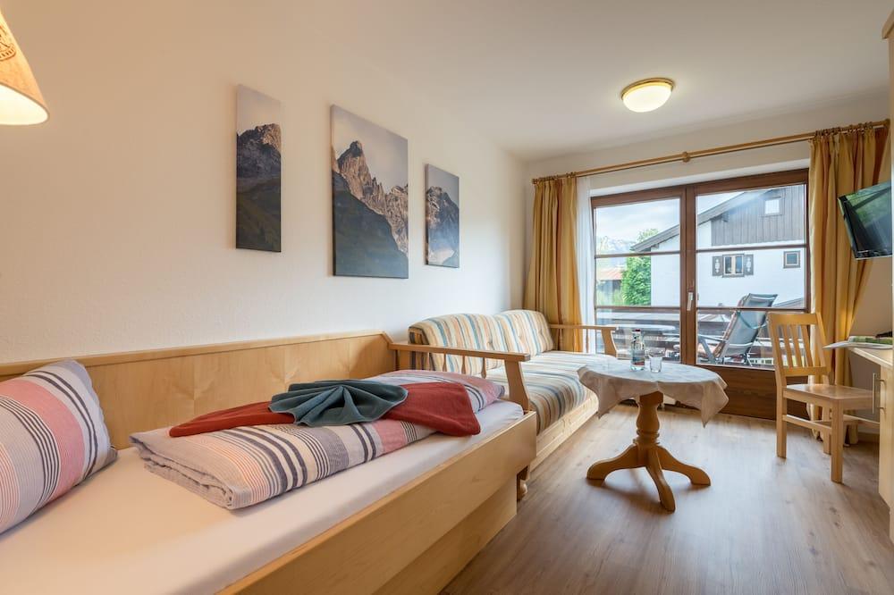 Standard Single Room, Balcony, Mountain View - Living Area
