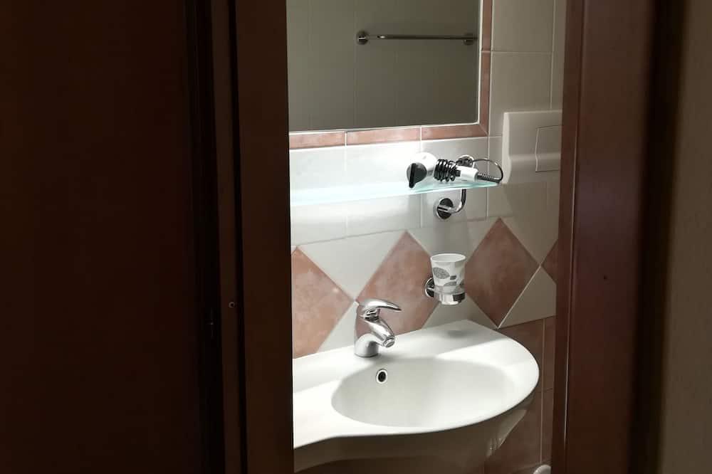 Basic Double or Twin Room, Private Bathroom - Bathroom Sink