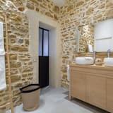 Deluxe Suite, Private Bathroom - Bathroom