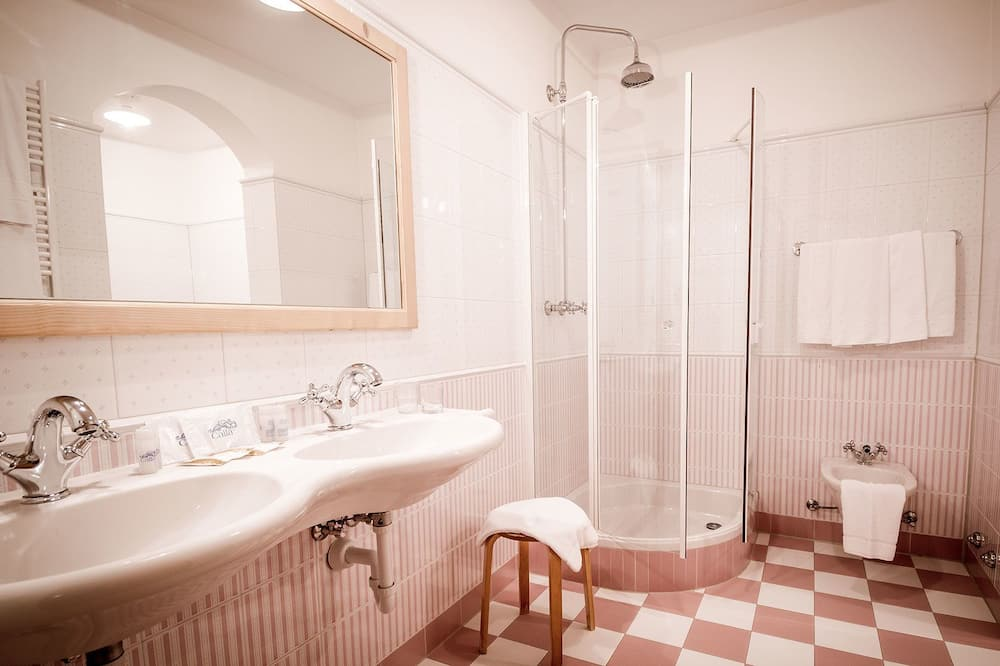 Double Room, 1 Double Bed, Mountain View - Bathroom