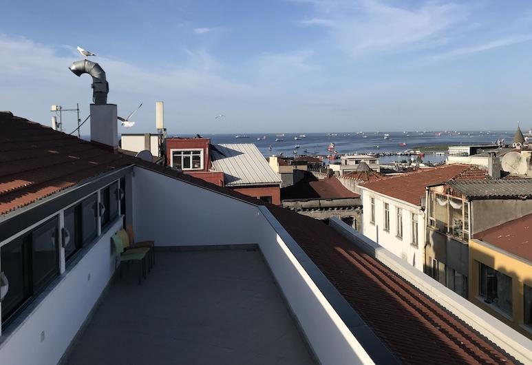 Eliza Hotel, Istanbul, Hiên