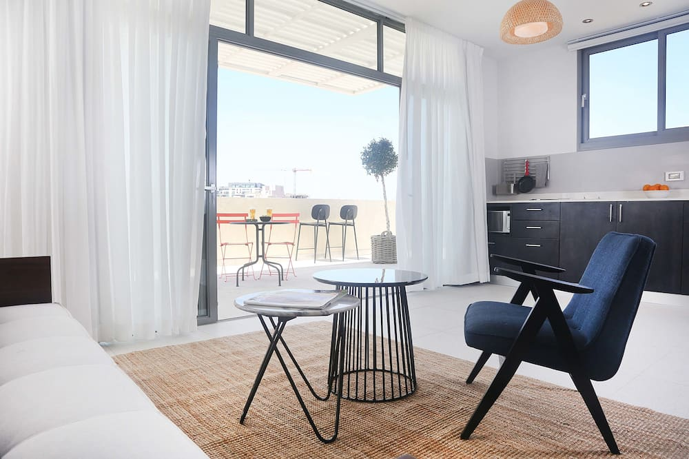 Penthouse with Balcony - Zimmer