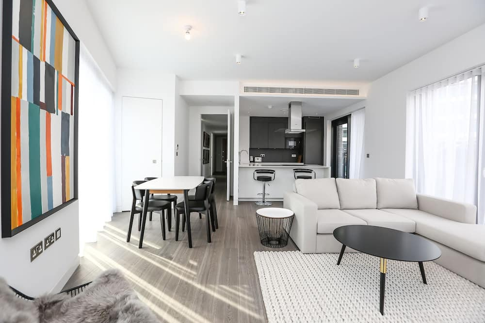 Apartment, 2 Bedrooms (Flat 4) - Living Area