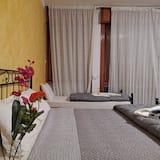 Rodinná izba, viacero postelí, spoločná kúpeľňa, výhľad na mesto - Hosťovská izba