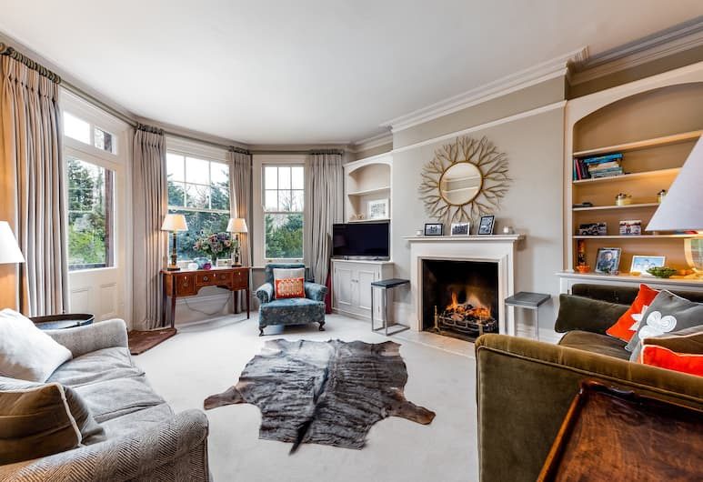 Classic Battersea Park Home next to River Thames, London
