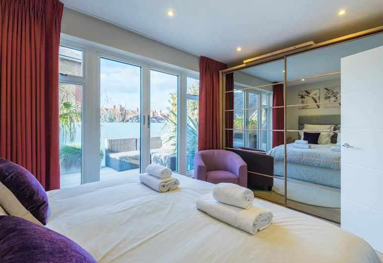 Supreme South Bank Home by The London Eye, London, House, 2 Bedrooms, Room