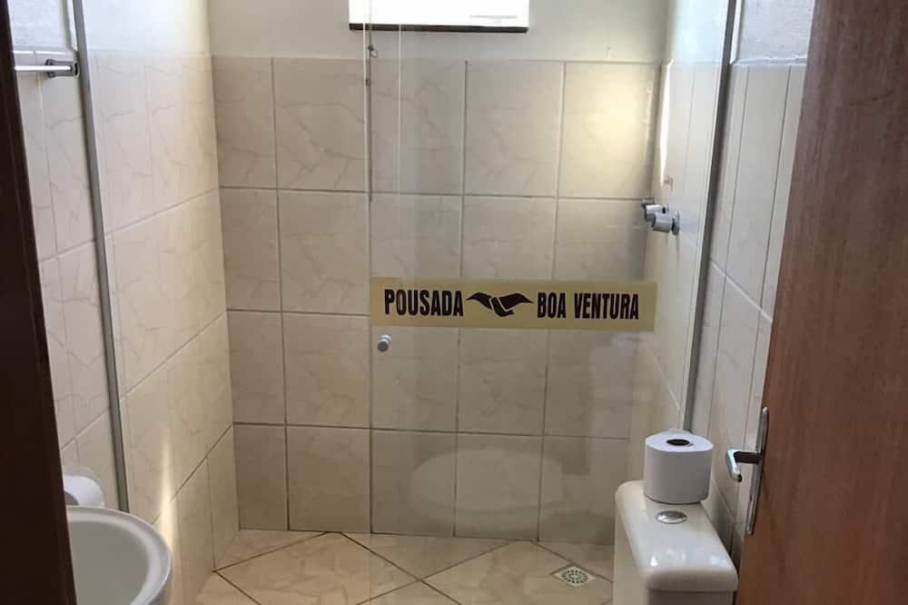 Standaard vierpersoonskamer, Meerdere bedden - Badkamer
