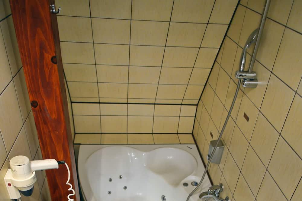 Superior Apartment, 1 King Bed - Bathroom
