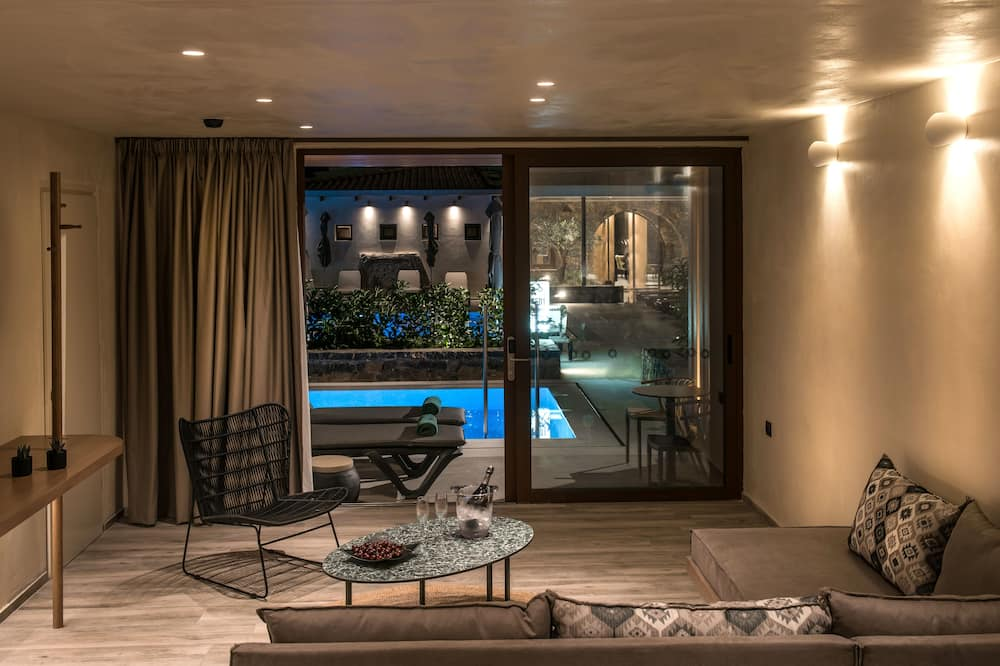Executive Suite (Sharing Pool) - Living Area