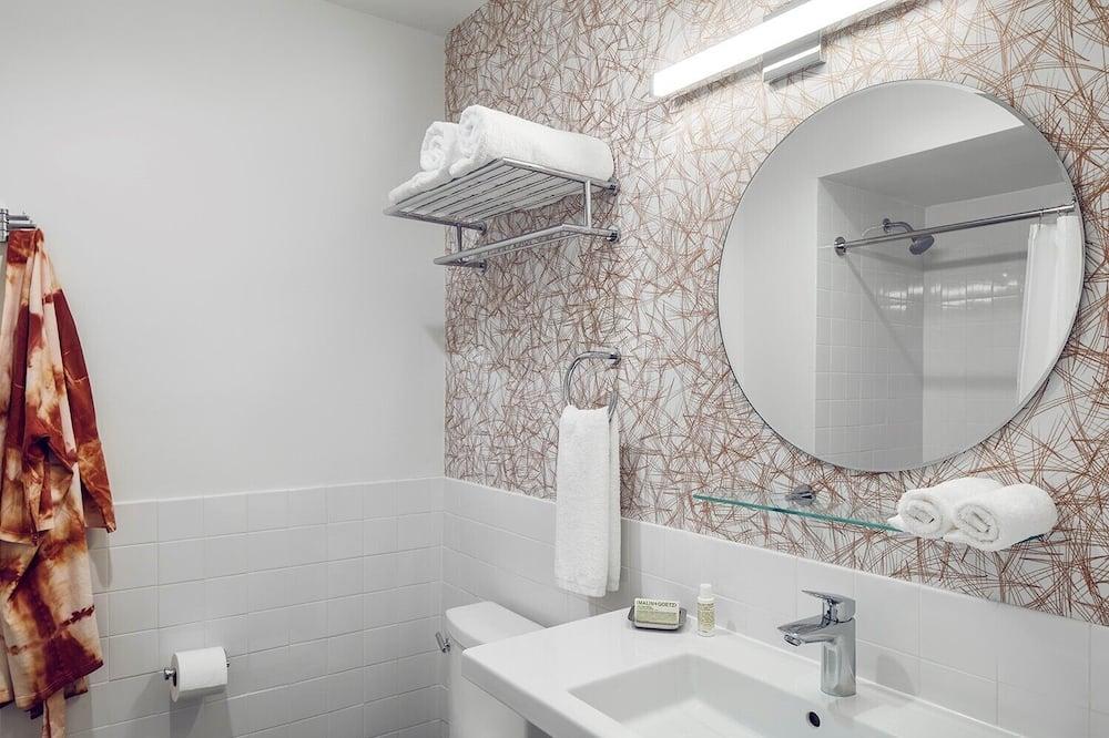 Стандартный номер, 2 двуспальные кровати - Ванная комната
