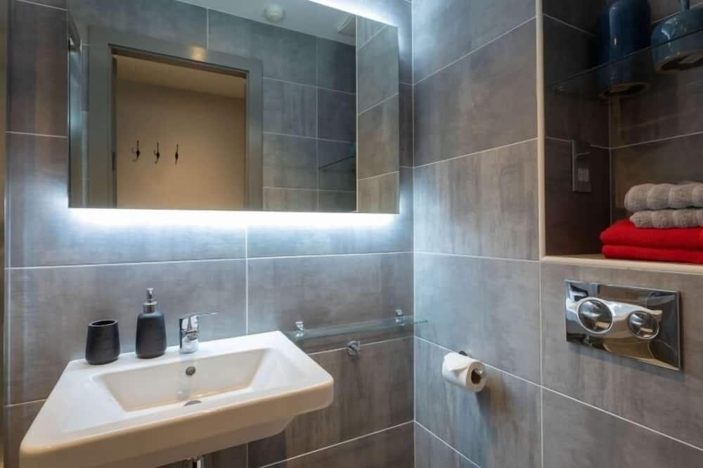 Kahden hengen huone (3/4 Size Small Double Room) - Kylpyhuone