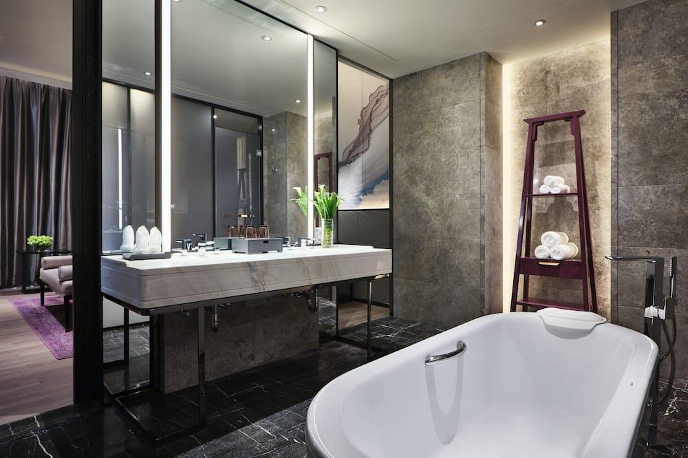 Junior Suite, 1 King Bed, Non Smoking - Bathroom