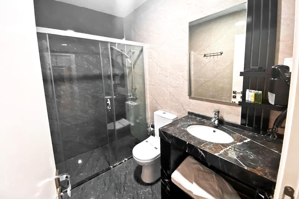 Economy Room, No Windows, Basement - Μπάνιο