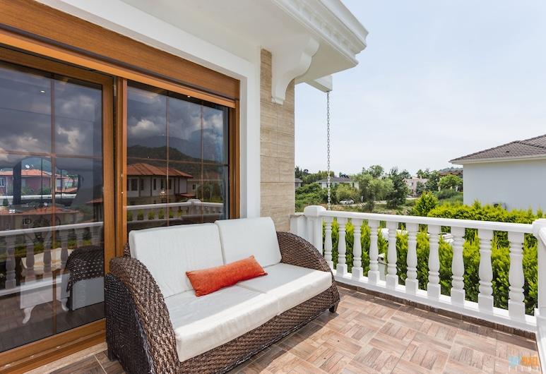 Villa Mare By Villatatilin, Kemer, Villa, 3 Bedrooms, Balcony