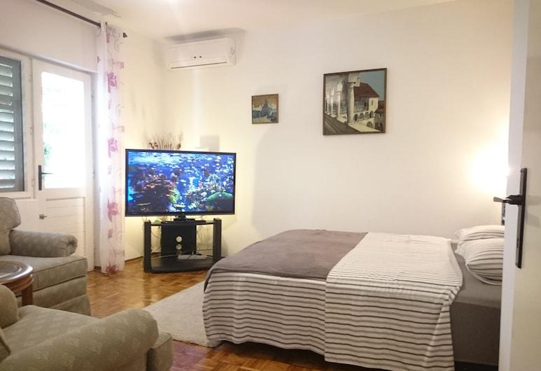 Marica's Second Home, Pirovac