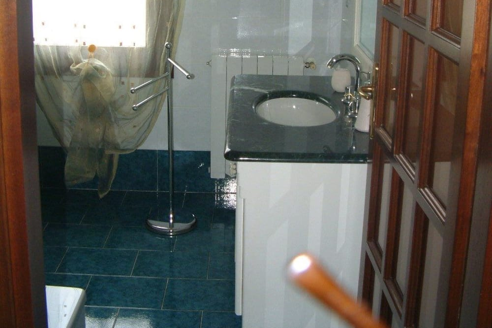 Double Room, Private Bathroom (Private External Bathroom) - Bathroom